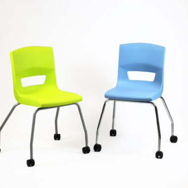 Postura plus chairs on Castors